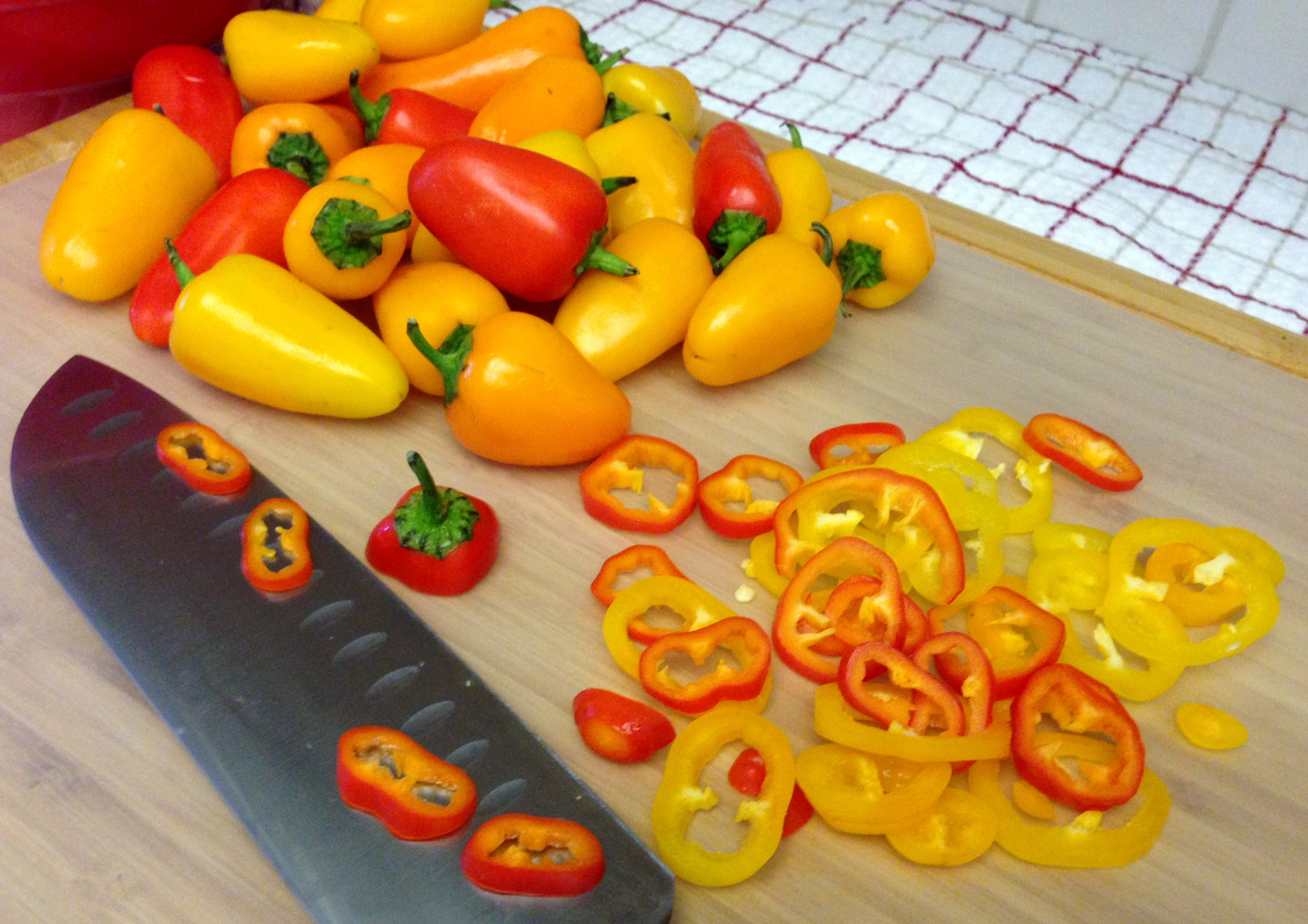 Slice the sweet pepper rings
