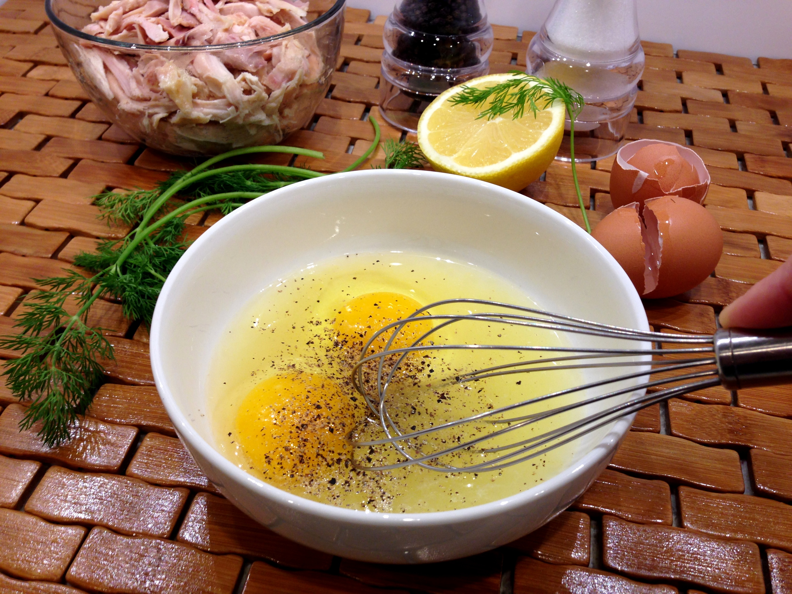 Whisk eggs and lemon